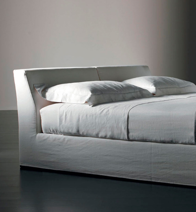 Meridiani Bogart Bed Detail